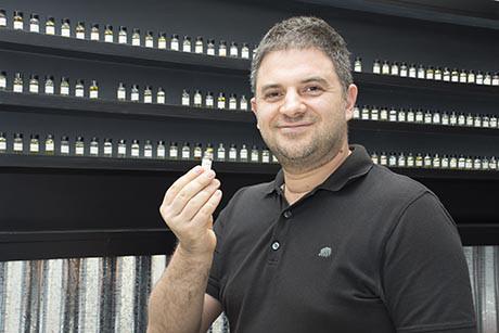 特里嗅觉敏锐,他在气味行销这个冷门领域里发掘商机,并在新加坡开拓市场